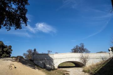 Puente de piedra sobre el Arroyo de Vallelargo